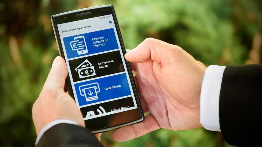BBVA lanza una 'app' para que las personas ciegas puedan operar en los más de 6.300 cajeros de la entidad
