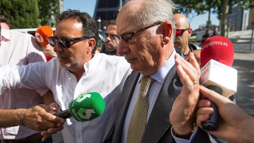 La práctica totalidad de los banqueros condenados evita la cárcel
