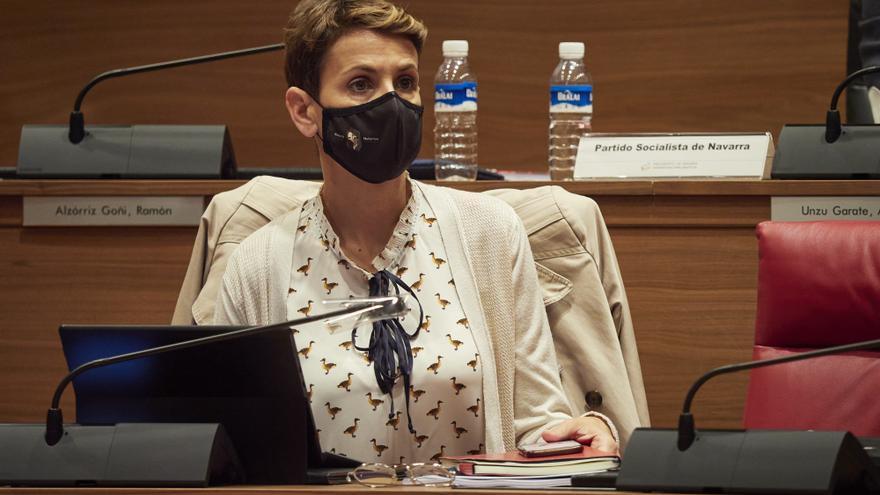 La presidenta del Gobierno de Navarra, María Chivite, en el pleno del Parlamento de Navarra