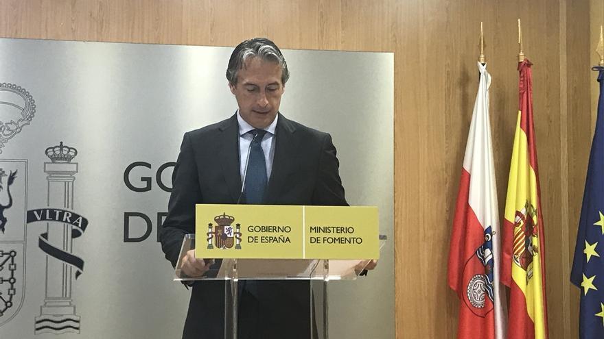 """De la Serna acusa a Sánchez de querer """"entrar a Moncloa por la puerta de atrás y abrazado por los independentistas"""""""