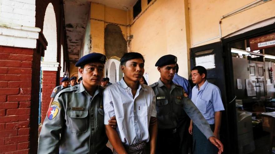 Un tribunal birmano condena a 7 años de prisión a dos periodistas de Reuters