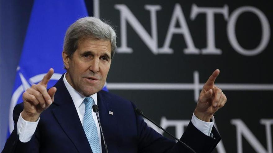 Kerry pide a los países de la OTAN intensificar acciones contra el EI