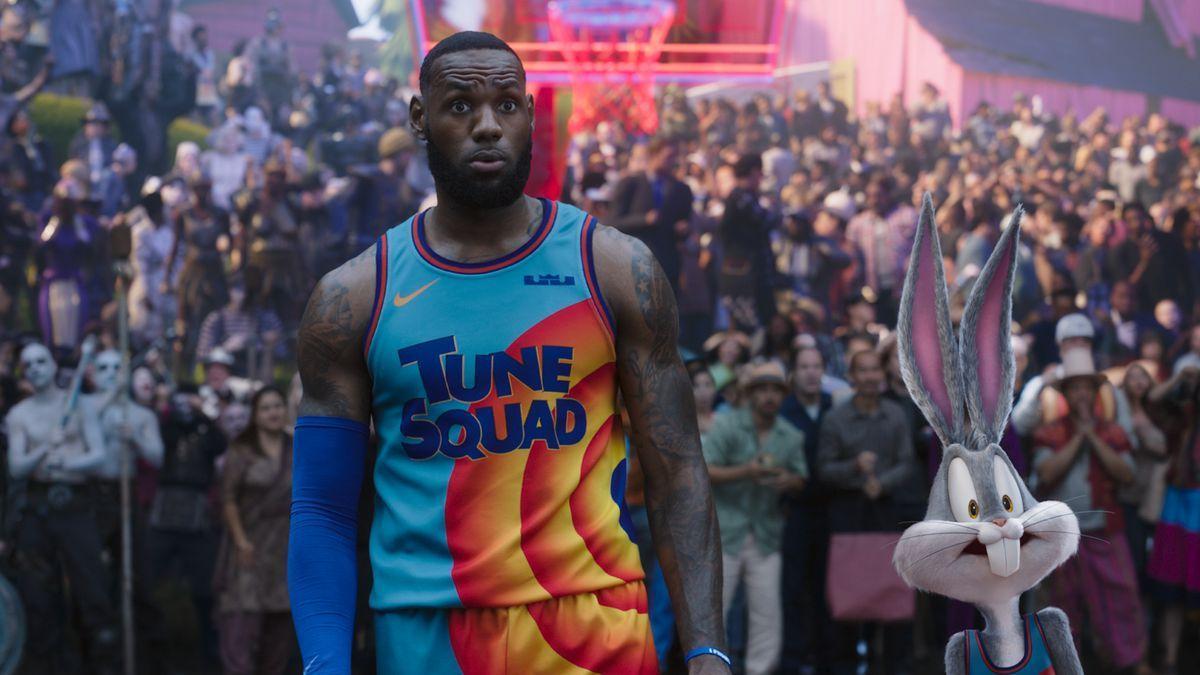 LeBron James junto a Bugs Bunny en 'Sapce Jam: Nuevas leyendas'