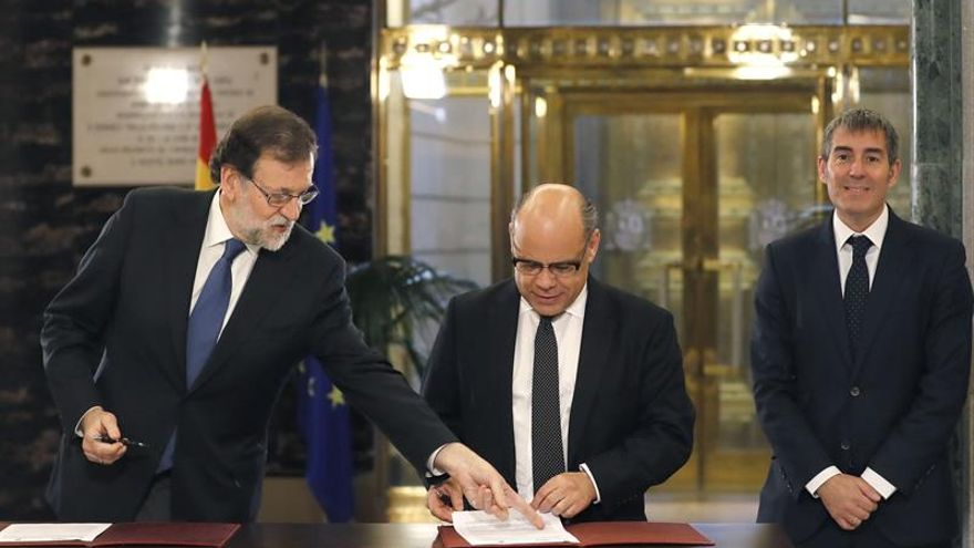 Rajoy sella el apoyo de CC a los presupuestos y aguarda que el PNV siga sus pasos