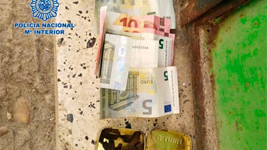 Hachís y dinero intervenido por la Policía
