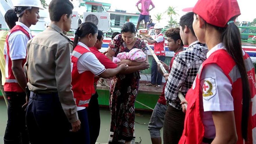 Al menos 38.000 rohinyás han cruzado a Bangladesh en una semana