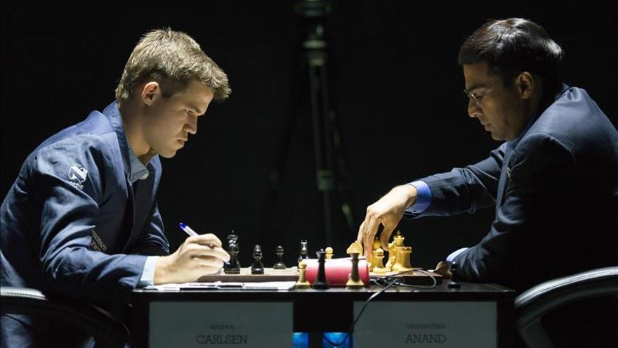 Anand resucita con un triunfo sobre Carlsen en 34 movimientos