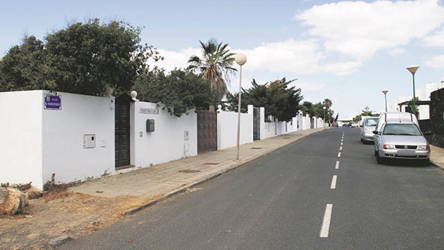 Calle Chabusquillo, en La Bufona (Arrecife), donde se encuentran los chalés ilegales. (DE LA CRUZ)