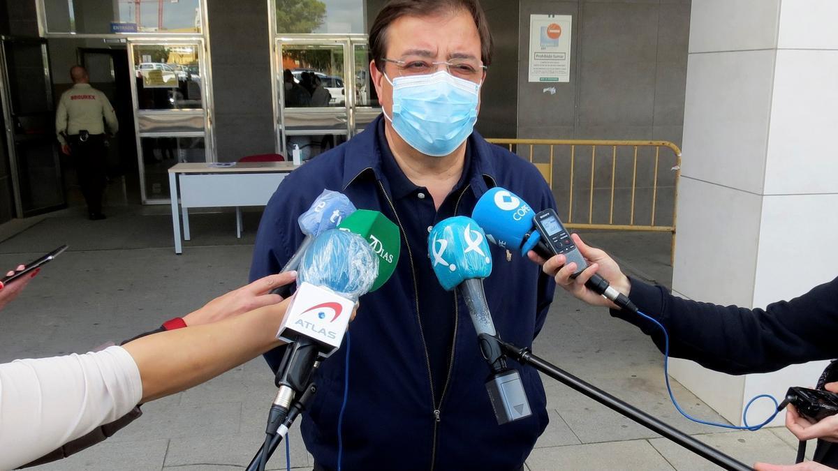 El presidente de la Junta, tras vacunarse este mediodía en Badajoz