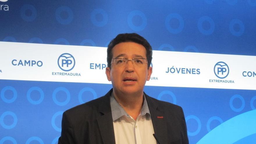 """El PP critica que Vara reciba en """"parihuela"""" a Pedro Sánchez en la sede de la Presidencia de la Junta"""