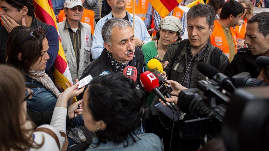 Josep M. Àlvarez contesta a los periodistas antes de la manifestación