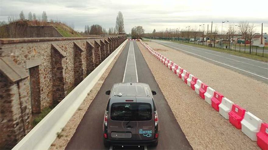 Carretera de carga inductiva e inalámbrica.