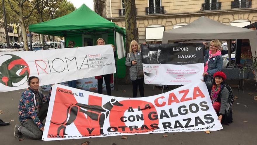 Las organizaciones españolas RICMA y NAC en la manifestación de París del pasado mes de septiembre.