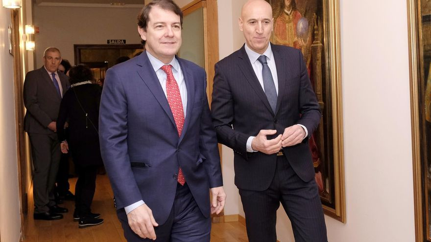 Alfonso Fernández Mañueco y José Antonio Diez, después de la reunión de este martes.