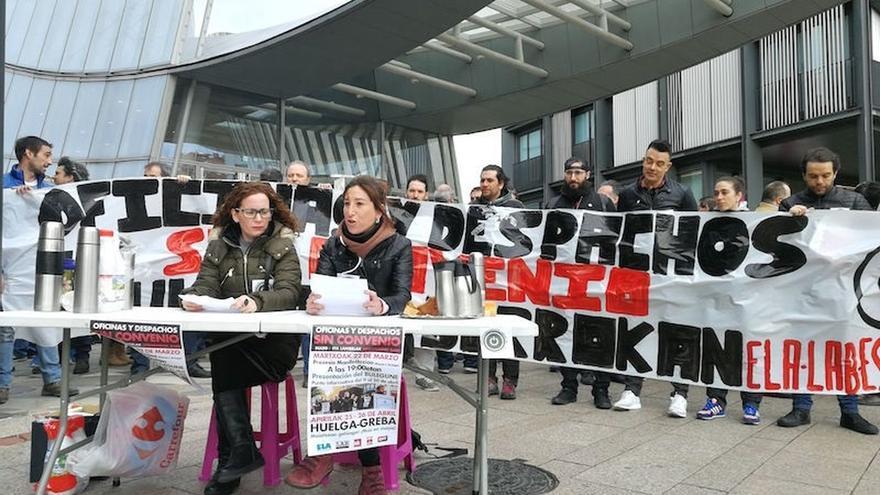 Sindicatos convocan huelga el 25 y 26 de abril en el sector de oficinas y despachos de Bizkaia
