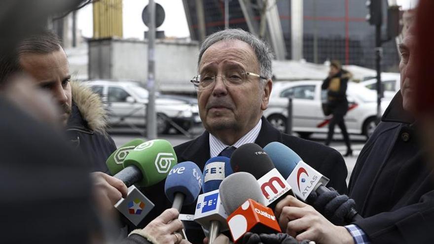 El secretario general de Manos Limpias, Miguel Bernad, antes de su detención