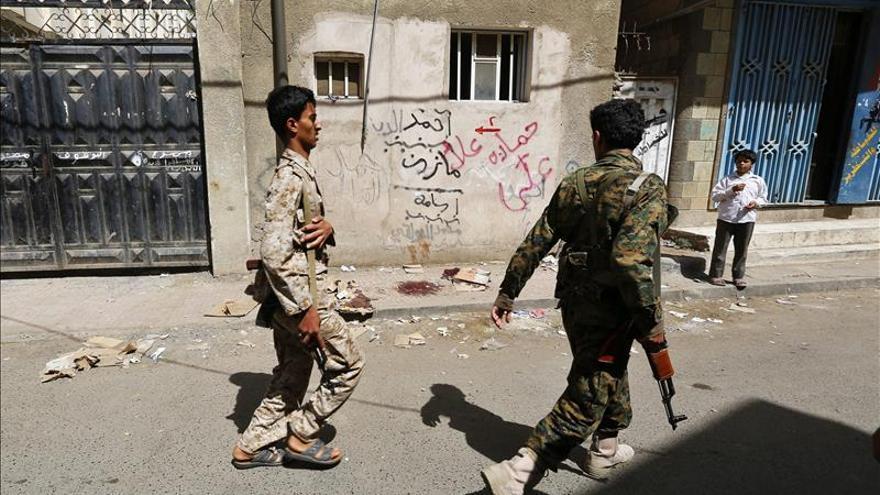5 muertos y vuelos suspendidos tras combates en el aeropuerto de Adén (Yemen)