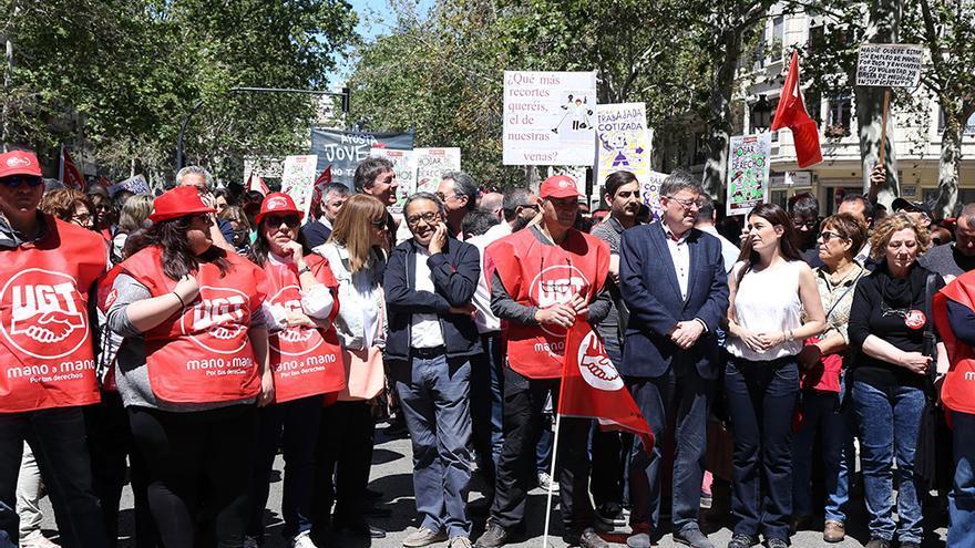 El president Puig junto a la consellera Carmen Montón y el síndic del PSPV en las Corts, Manuel Mata, en la manifestación del 1º de Mayo