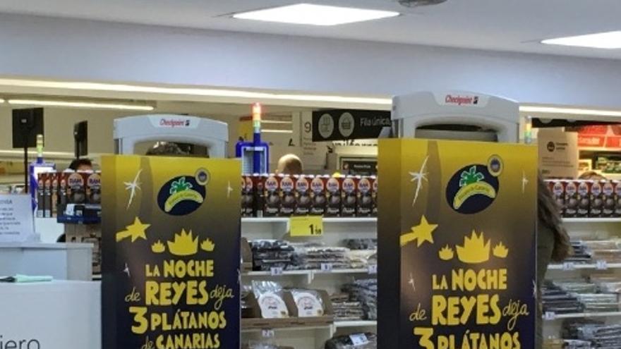 Una campaña promueve que los niños dejen tres plátanos de Canarias a los reyes magos.
