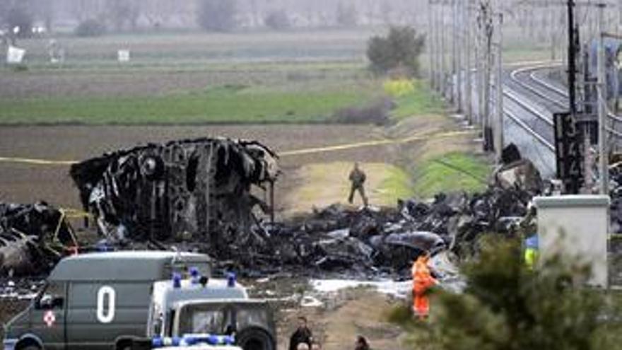 Cinco muertos tras caer un avión militar