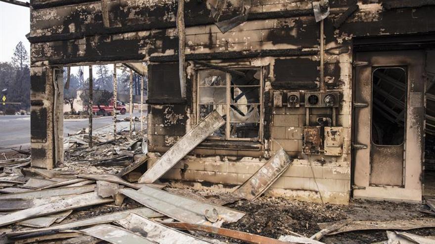Las autoridades elevan a 228 los desaparecidos por incendios en California