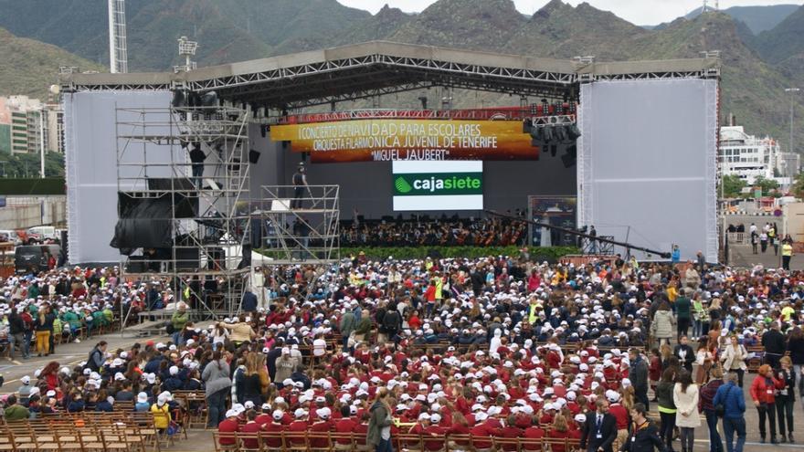 Los 6.000 asistentes esperan el comienzo del concierto