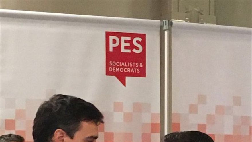 Pedro Sánchez y Alexis Tsipras, este jueves en la reunión de socialistas europeos en Bruselas. | Twitter Pedro Sánchez.