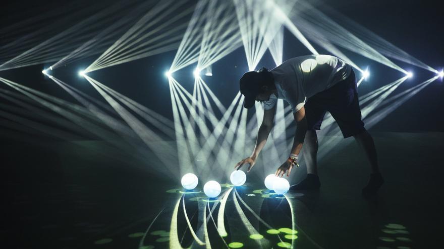 Daito Manabeen su instalación Phosphere para Sónar+D
