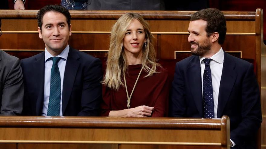 El líder del PP, Pablo Casado, y los diputados Cayetana Álvarez de Toledo y Teodoro García Egea, asisten este lunes a la apertura solemne de la XIV legislatura en el Congreso de los Diputados.