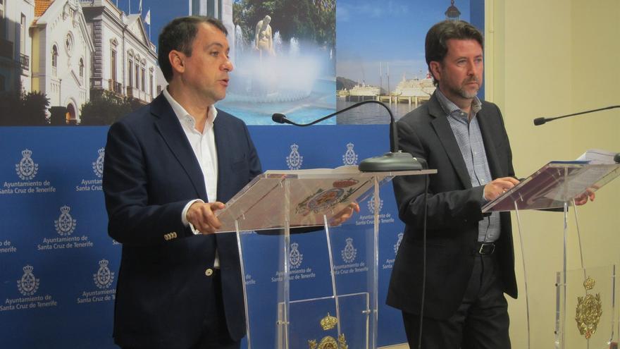 José Manuel Bermúdez, alcalde de Santa Cruz, y el presidente insular Carlos Alonso, ambos de CC