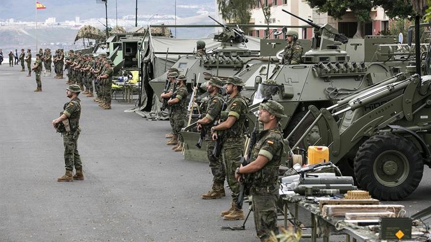 """Efectivos de la Brigada """"Canarias"""" XVI, durante el encuentro que su general jefe, Venancio Aguado de Diego, ha mantenido hoy con los medios de comunicación."""