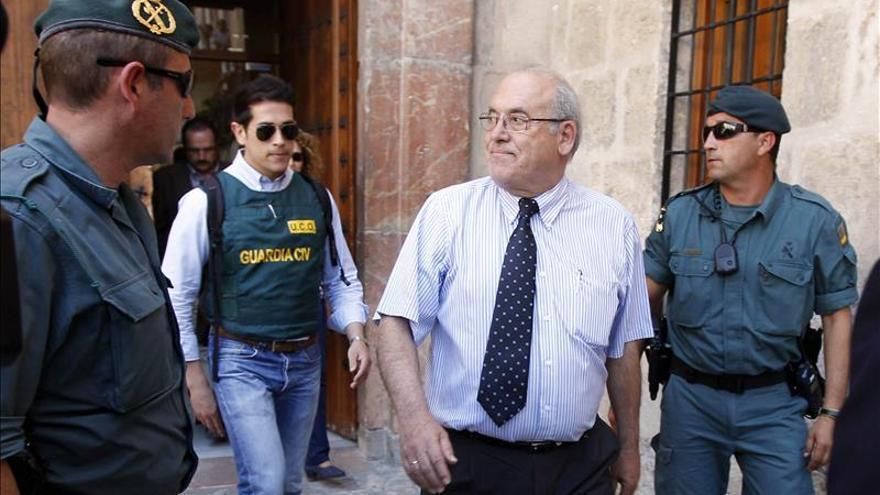 Imputan al alcalde de Caravaca de la Cruz y otras 30 personas en un caso de corrupción / EFE