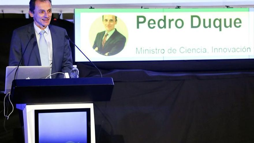 Pedro Duque pide creer antes a los maestros que a las redes sociales
