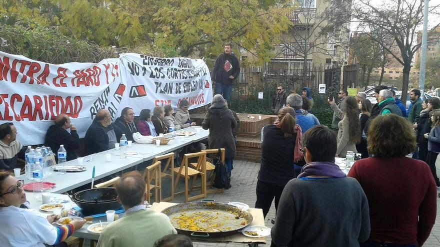 Comida popular en el encierro para explicar a los vecinos sus reivindicaciones / Foto: JR