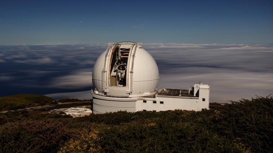 El telescopio William Herschel, de 4,2 metros, en el Observatorio Roque de los Muchachos (Garafía, La Palma). El nuevo acuerdo permitirá la dedicación del telescopio durante 10 años al estudio de la formación de la Vía Láctea, la evolución de las galaxias y la geometría del Universo. Crédito: Daniel López/IAC.