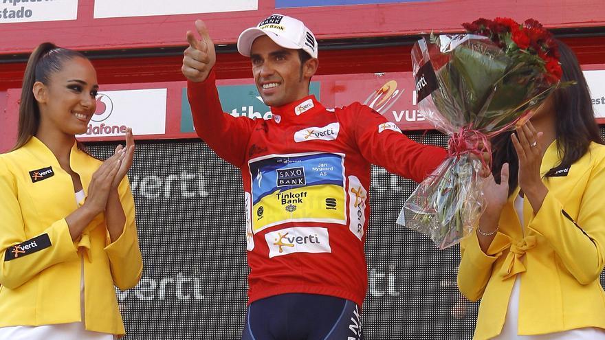 El ciclista Alberto Contador gana podio en una etapa de la Vuelta de 2012.