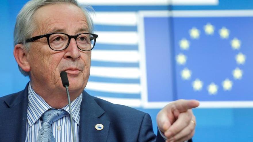 """Juncker pide a Italia """"mayores esfuerzos"""" para impulsar la economía"""