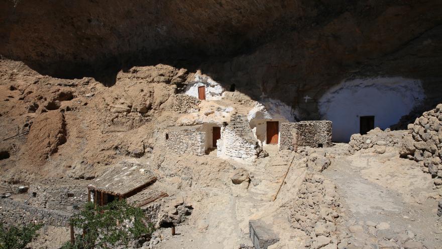 Cuevas en Acusa Seca