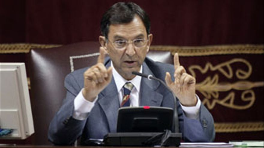 Antonio Castro preside, desde 2007, el Parlamento del Canarias.