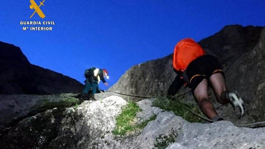 El GREIM recata a un montañero francés enriscado en el Canal del Vidrio