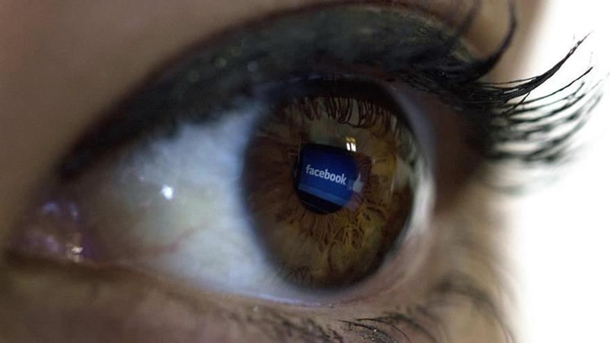 Facebook retira un anuncio de Trump por contener un símbolo que usaron los nazis