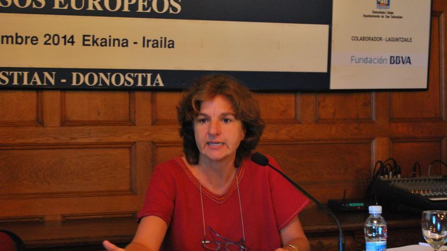 Teresa Cavero de Oxfam Intermón durante su charla 'Propuestas para una fiscalidad más justa' / Foto: Cursos de Verano UPV/EHU