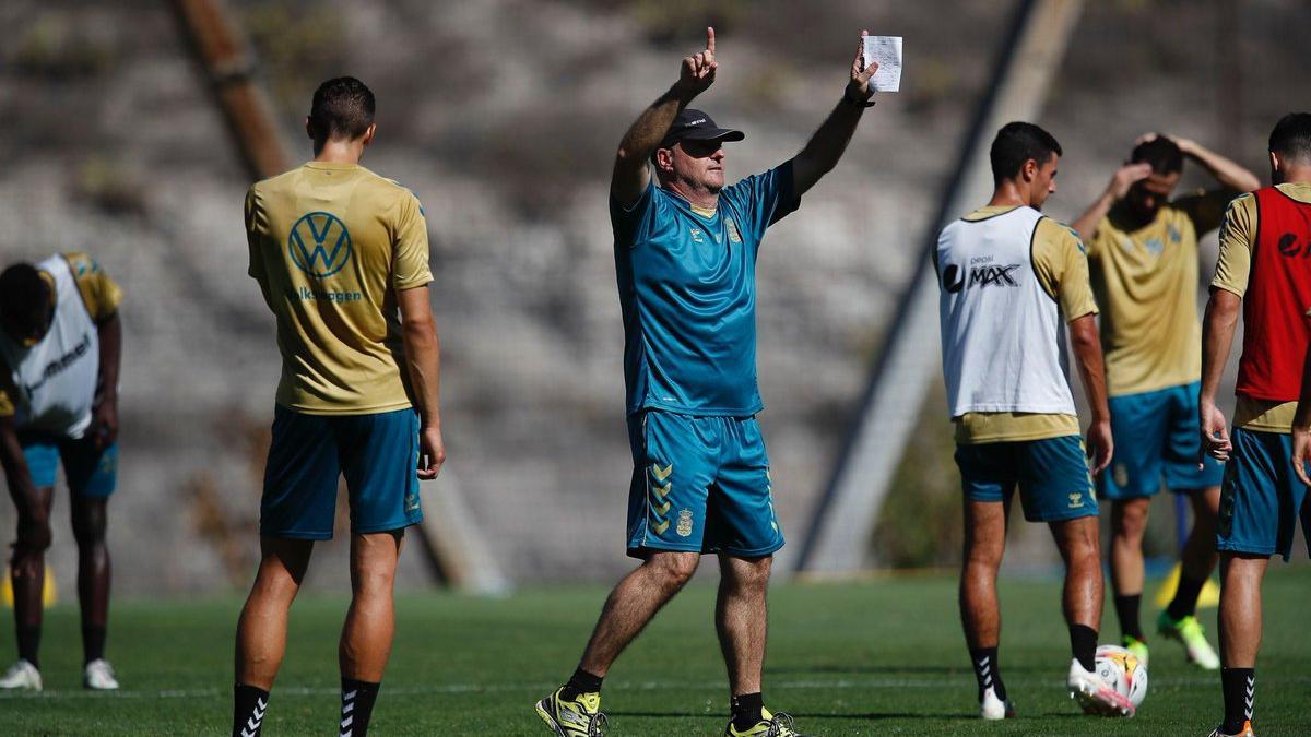 Pepe Mel, en un entrenamiento en la Ciudad Deportiva amarilla