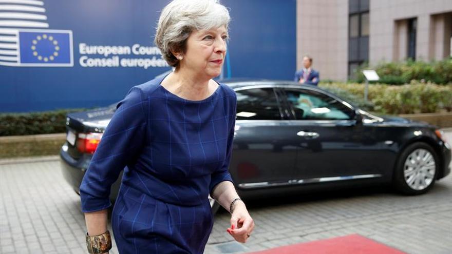 May y Clinton abordan en Londres la crisis de Irlanda del Norte