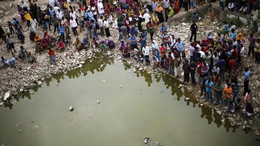 Bangladesh recuerda el derrumbe del Rana Plaza con protestas y flores