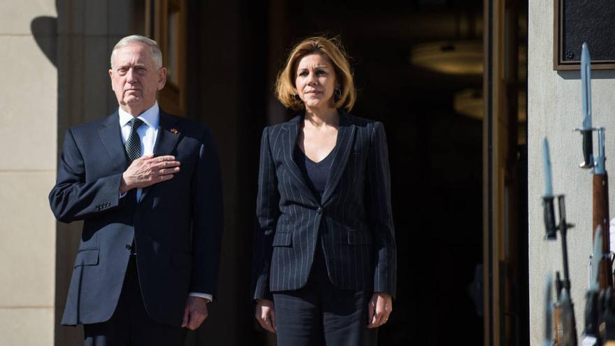 María Dolores Cospedal y James Mattis, secretario de Defensa de Donald Trump. Foto: EFE