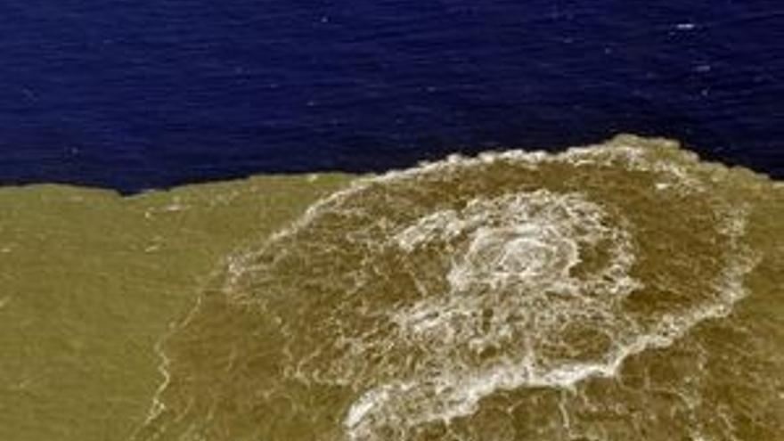 Erupción submarina.