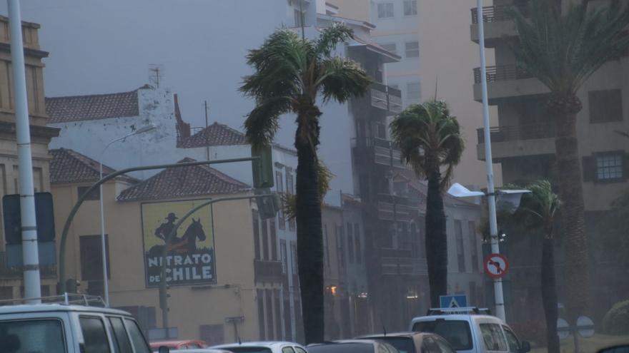 El viento sopló también con fuerza en Santa Cruz de La Palma. Imagen del martes.