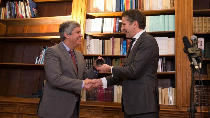 Mário Centeno recibe la presidencia del Eurogrupo de Jeroem Dijsselbloem, en enero de 2018.