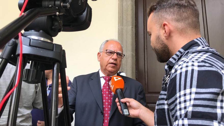 Casimiro Curbelo, en el Parlamento de Canarias tras la Sesión Constitutiva de la X Legislatura